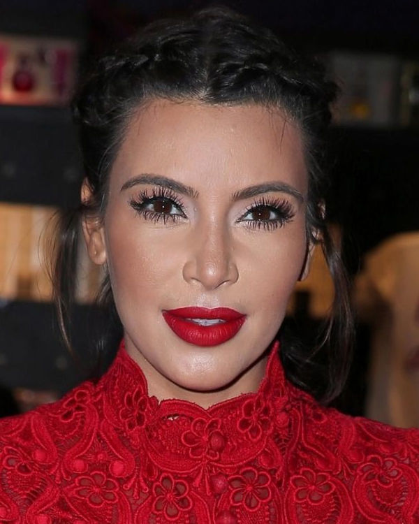 Ким Кардашьян с неудачным макияжем