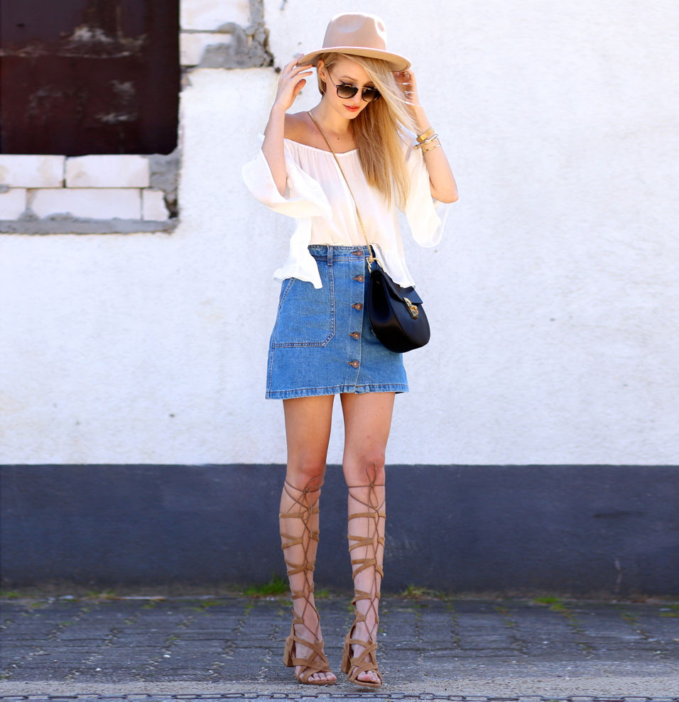 Блуза с открытыми плечами + джинсовая юбка - на самую жару